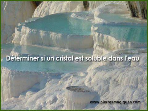 pierre soluble dans eau