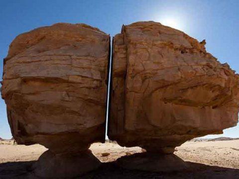 La mystérieuse pierre coupée en deux