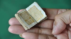 Le plus petit Coran du monde écrit en lettres d'or