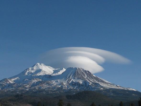 Le Mont Shasta, une montagne enveloppée de mystère et d'inexpliqué