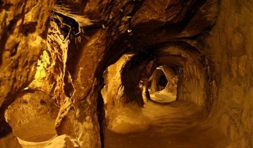 Les mystérieuses cités souterraines