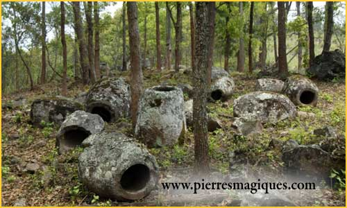 Les jarres de pierres des morts,