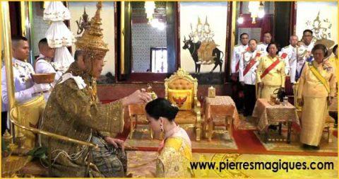 Les bijoux et fabuleux joyaux du couronnement du roi de Thaïlande