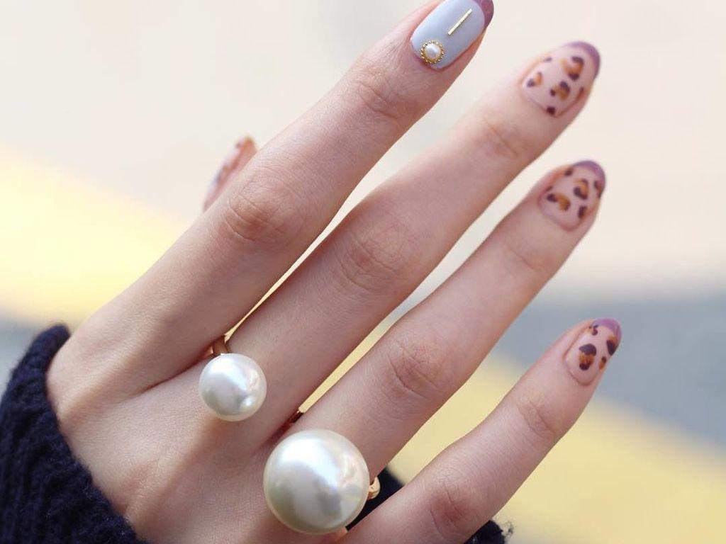 On craque pour le nail art avec des perles de culture