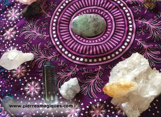 Les cristaux peuvent-ils vraiment provoquer des réactions négatives?